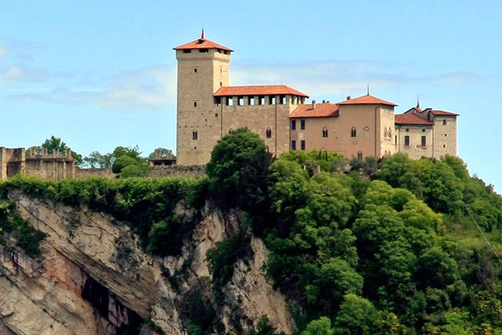 ANGERA AND ITS ROMANTIC ROCCA